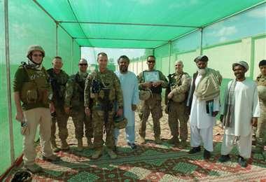Saladino (centro, de blanco) el Equipo Provincial de Reconstrucción de la Guardia Nacional