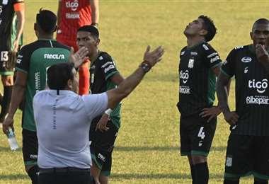 Los jugadores de Oriente esperan el pago de junio. Foto: APG Noticias