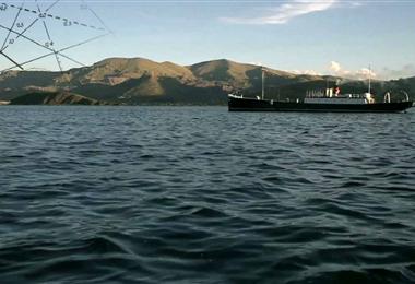 Una embarcación similar a el Aurora en el Titicaca