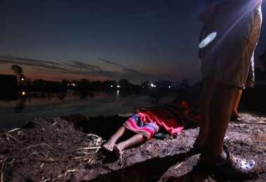Rescatan los cuerpos de dos niñas ahogadas en una poza | EL DEBER