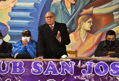 Ernesto Araníbar, del Tribunal de Honor, presidio la asamblea de hinchas de San José. APG