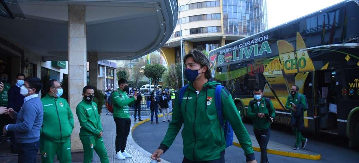 Martins llega al hotel donde la selección concentra en La Paz. Foto: FBF