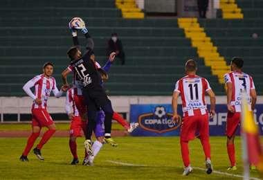 Independiente y Real Potosí se enfrentan en el estadio Patria. Foto: APG