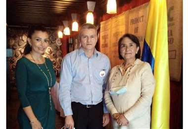 Angélica Ospina, Romel Dorado y Julia Toledo , Cónsul honoraria de Colombia en Santa Cruz