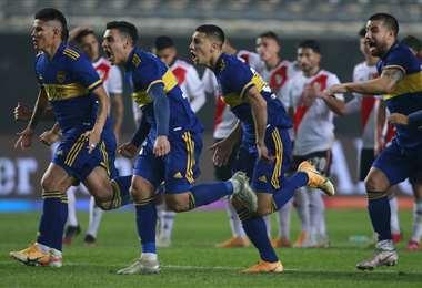 El festejo de los jugadores de Boca tras asegurar la clasificación ante River. Foto. AFP