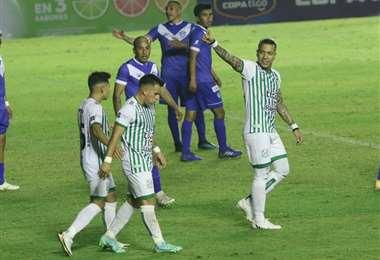 El festejo de Dayro Moreno, que hizo dos goles ante San José. Foto: JC Torrejón
