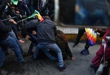 Las dos columnas de marchistas llegaron a las manos (Foto: APG Noticias)