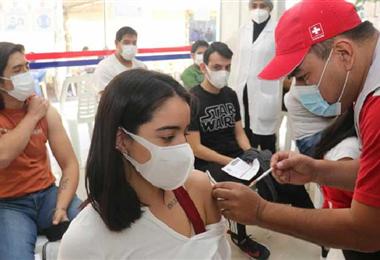 La vacunación masiva continúa en Santa Cruz. Foto. Internet