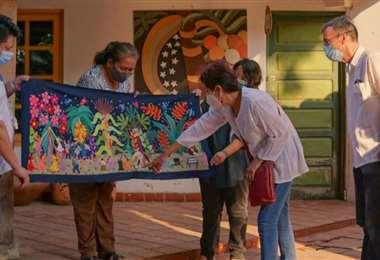 Los artesanos cruceños se alistan para mostrar su trabajo a los visitantes especiales