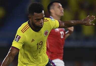 Miguel Borja celebra uno de sus goles ante la Roja. Foto: AFP