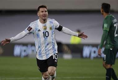 El festejo de Messi, que hizo este jueves tres goles. Foto: AFP