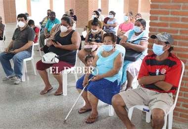 Este viernes se aplicaron más de seis mil dosis en el departamento cruceño/Foto EL DEBER