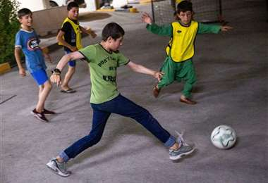 Niños afganos en Catar
