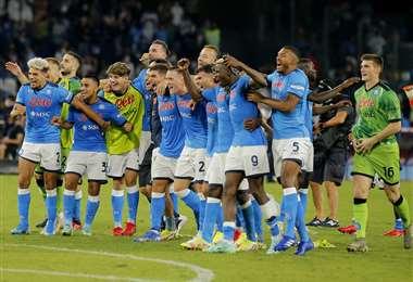 La celebración del plantel de Nápoli que venció este sábado a la Juventus. Foto. AFP