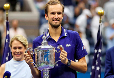 El ruso Medvedev vence a Djokovic y le priva de batir el récord de  títulos