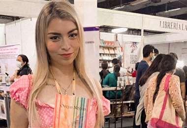 Adriana Suárez en la Feria del Libro de SC