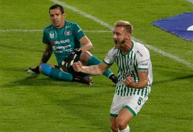 Celebra Caire el gol de Oriente Petrolero. El zaguero jugó un gran partido. Foto: APG