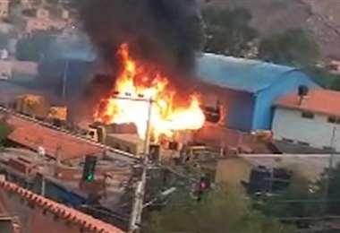 Momentos previos a la explosión del tanque de combustible en Sedcam-Camargo (Foto:APG)