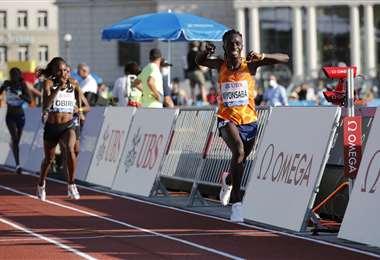 Francine Niyonsaba, atleta que batió este martes una marca mundial. Foto: AFP