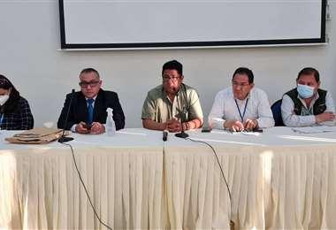 Reunión entre autoridades de Gobierno y campesinos en el Conaltid.