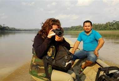 La autora en uno de sus viajes por la Amazonía