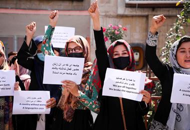 Protesta de mujeres afganas reclamando el reconocimiento de sus derechos. Foto. France 24