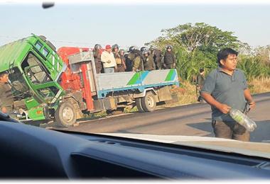 La semana pasada policías desalojaron a los ilegales, pero ahora retornaron
