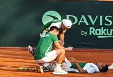 Hugo Dellien, en el piso. El Tigre sufrió calambres. Foto: Juan C. Prado