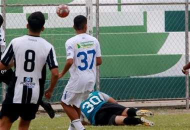Uno de los tantos goles que sufrió Sport Boys en la 'A'. Foto: Ricardo Montero