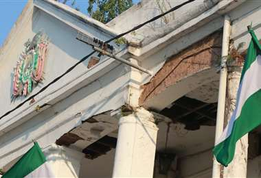 El deterioro del edificio de la Brigada Parlamentaria es evidente. Foto: J. Gutiérrez