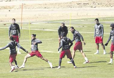 La selección boliviana en pleno entrenamiento. Foto APG