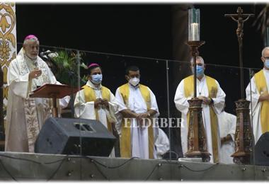 Monseñor Gualberti celebró la misa en el Cristo Redentor. Foto. Fuad Landívar