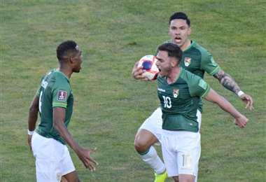El festejo de Saucedo al marcar el gol del empate ante Colombia. Foto: Marka Resgistrada