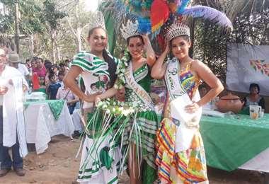 Angie Nicole Antelo (centro) es la nueva soberana