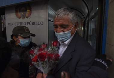 Arias ingresando a la Fiscalía I AMN.
