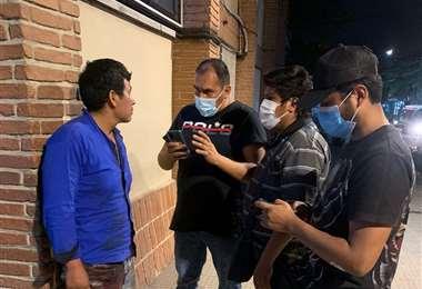 Los heridos de bala fueron internados en una clínica privada de Santa Cruz.