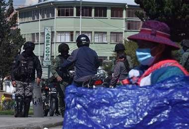 Resguardo policial en Adepcoca I APG Noticias.