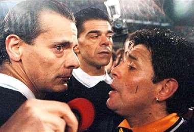 Castrilli expulsó a Maradona en 1996 en un partido entre Boca y Vélez. Foto: Internet