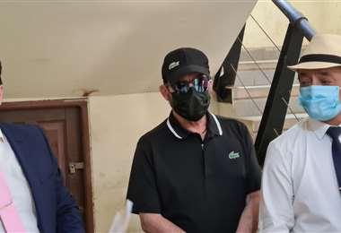 Eduardo Urenda al salir de su declaración ante la Felcv/Foto Jorge Gutiérrez.