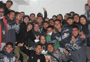 El plantel lila festejó el triunfo en el vestuario. Foto: Prensa Real Potosí
