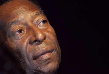 Pelé se recupera de una delicada cirugía. Foto: AFP