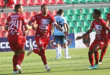 El festejo de Veizaga tras marcar el gol del triunfo de Real Tomayapo. Foto: JC Torrejón