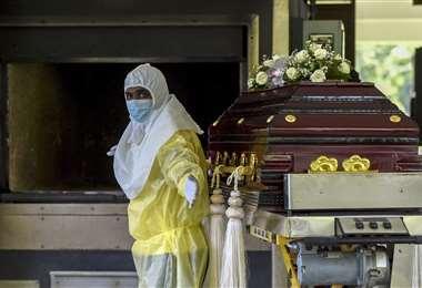 Muertes diarias por covid-19 en Rusia nuevamente en alza. Foto AFP