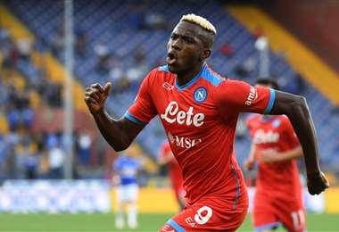 La celebración de Victor Osimhem, jugador del Nápoles. Foto. AFP