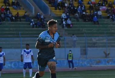 El festejo de Edward Vaca tras su gol ante San José en Oruro. Foto: APG