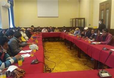 """El """"comité de autodefensa"""" de cocaleros llegó a la Vicepresidencia (foto: FM Bolivia)"""