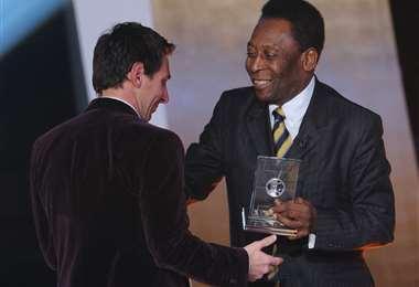 Messi y Pelé en una de las galas que premiaron al crak argentino. Foto: AFP