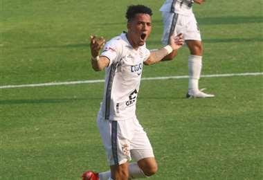 Festeja Edarlyn Reyes su gol ante Guabirá. Foto: Juan Carlos Torrejón