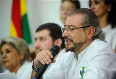 Rómulo Calvo acusó al ministro de Gobierno de ultrajar la bandera/Foto EL DEBER