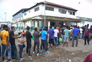Cientos de haitianos intentan llegar a Estados Unidos, desde el lado mexicano.